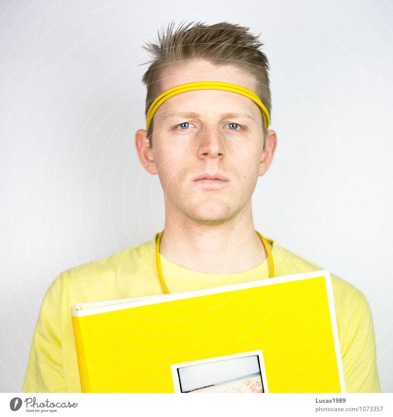 Farbstudie - Fotoalbum Mensch maskulin Junger Mann Jugendliche Erwachsene 1 18-30 Jahre Kunst Kunstwerk T-Shirt Haarband Fotografie Denken festhalten lesen