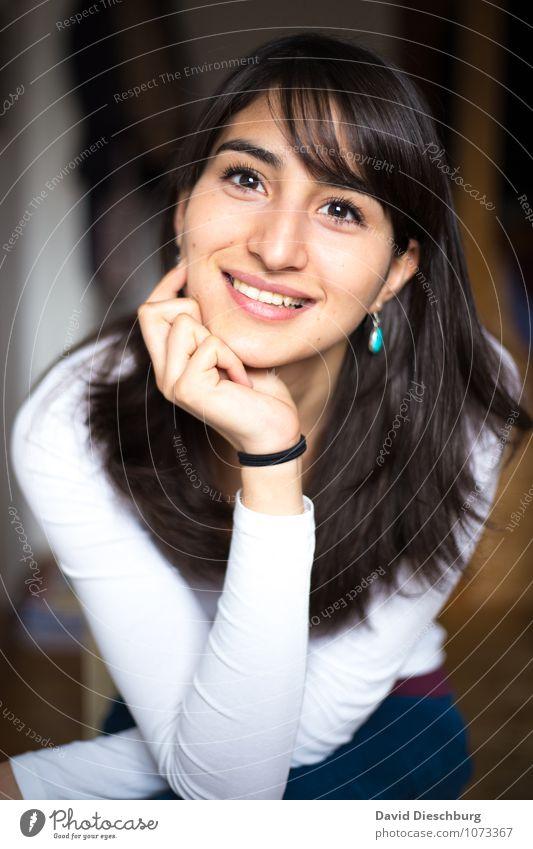 Zufrieden Mensch Frau Jugendliche schön Junge Frau Hand Freude 18-30 Jahre Erwachsene Gesicht Gefühle feminin Glück Stimmung Kopf Zufriedenheit