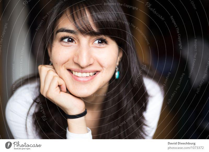 Schönes Lachen feminin Junge Frau Jugendliche Erwachsene Leben Kopf Gesicht 1 Mensch 18-30 Jahre Accessoire Schmuck schwarzhaarig brünett langhaarig Gefühle