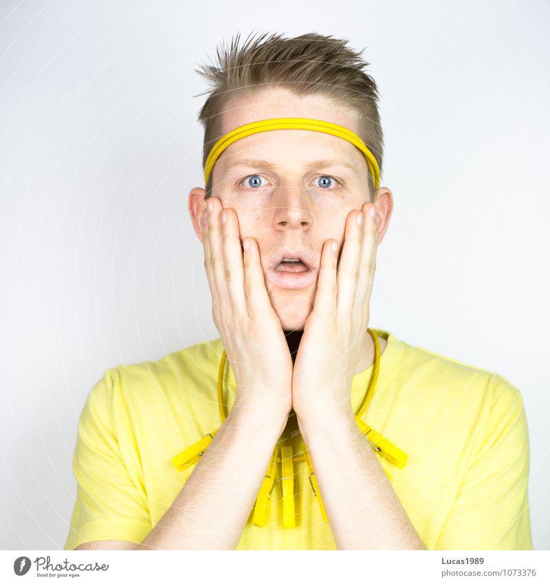 Farbstudie - Entsetzen Mensch Jugendliche Mann Junger Mann 18-30 Jahre gelb Erwachsene Gefühle Denken Haare & Frisuren Stimmung maskulin Angst gold blond