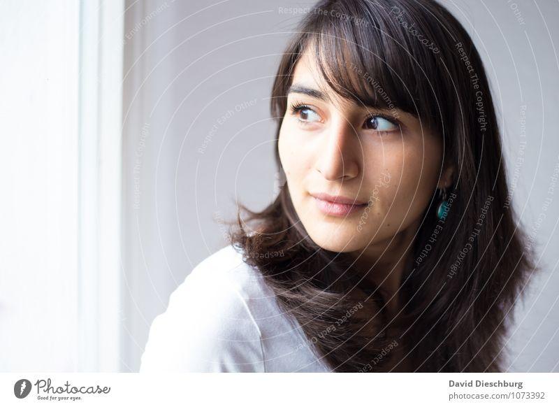 Myriam feminin Junge Frau Jugendliche Erwachsene Kopf Gesicht 1 Mensch 18-30 Jahre brünett langhaarig Gefühle Stimmung Glück Zufriedenheit Gelassenheit geduldig