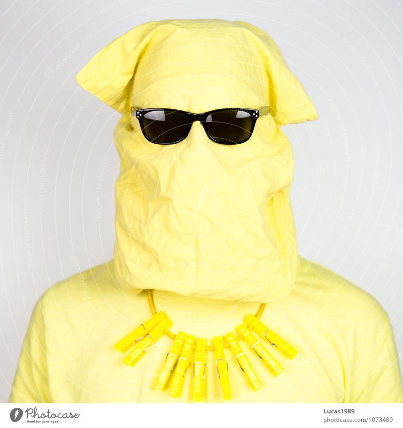 Farbstudie - anonym Sonnenbrille Mensch maskulin Junger Mann Jugendliche Erwachsene 18-30 Jahre 30-45 Jahre T-Shirt Kette Tasche Wäscheklammern außergewöhnlich