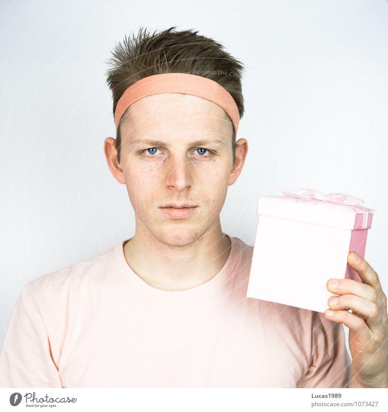 Farbstudie - Geschenke Mensch Jugendliche Mann Weihnachten & Advent rot Junger Mann 18-30 Jahre Erwachsene Glück Haare & Frisuren rosa glänzend maskulin