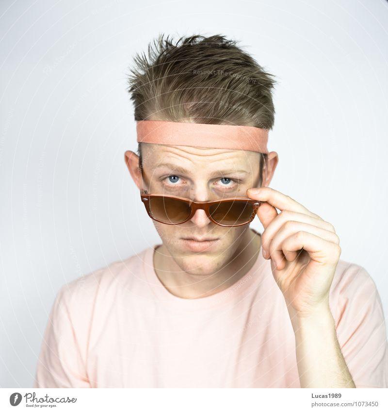 Farbstudie - Look at that Sport Mensch maskulin Junger Mann Jugendliche Erwachsene 1 18-30 Jahre Mode T-Shirt Haare & Frisuren blond kurzhaarig Brille