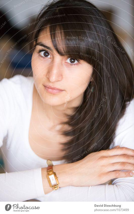Anblicken Mensch Frau Jugendliche schön Junge Frau Hand ruhig 18-30 Jahre Gesicht Erwachsene feminin Kopf Kraft Erfolg Arme Coolness