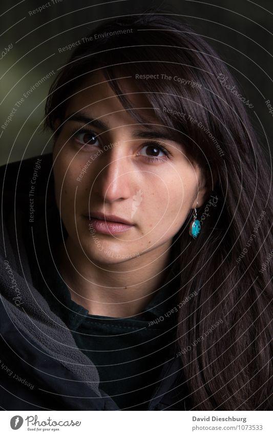 Keine Schattenseite II Mensch Frau Jugendliche schön Junge Frau 18-30 Jahre Erwachsene Gesicht feminin Stimmung Kopf Schmuck langhaarig Sorge Mantel