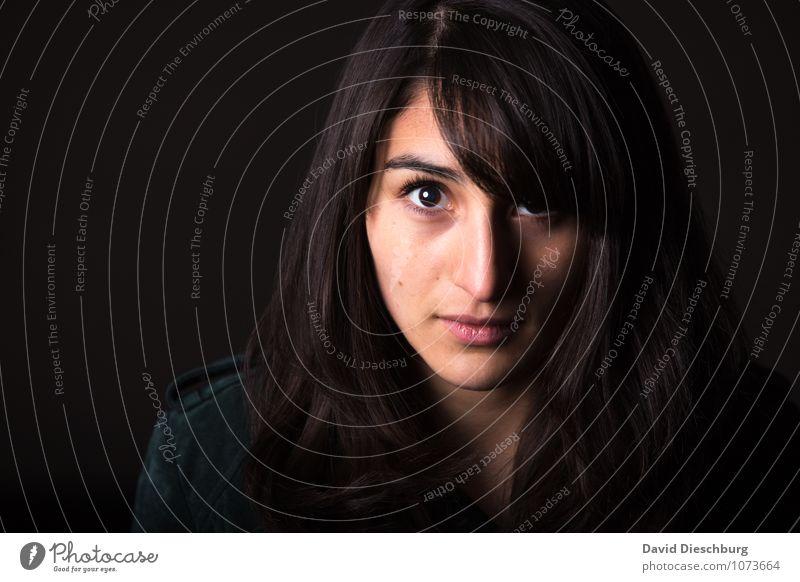Echtheit Mensch Frau Jugendliche Junge Frau ruhig 18-30 Jahre Gesicht Erwachsene feminin Kopf Kraft Coolness Schutz Sicherheit Gelassenheit Mut
