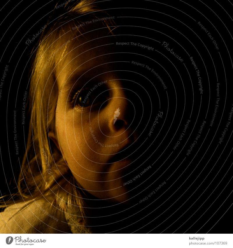 die geschichte vom ... Kind Mädchen Kleinkind verschlafen träumen Porträt Schlafanzug Lippen blond Nachtruhe vorlesen klein Müdigkeit Fantasygeschichte Gesicht
