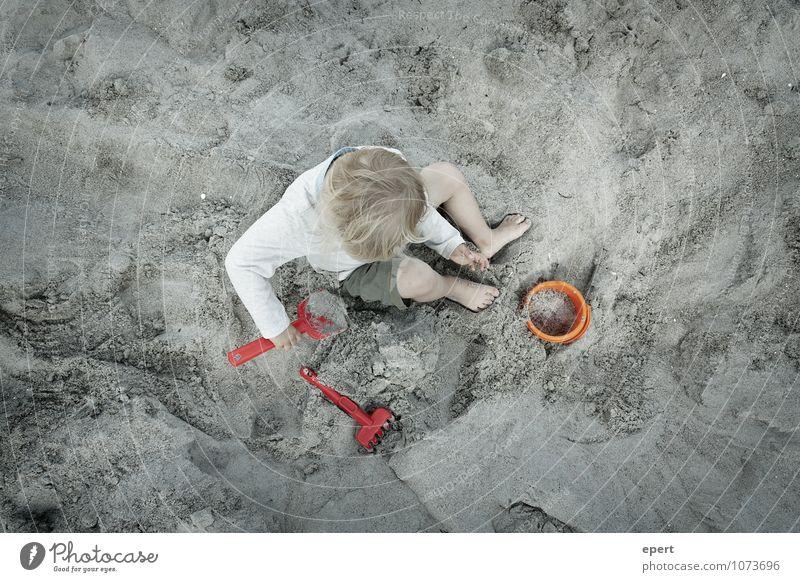 Berufseignungsdiagnostik Freizeit & Hobby Spielen Kinderspiel Ferien & Urlaub & Reisen Strand 1 Mensch Erde Sand Harke Schaufel Eimer bauen machen sitzen frei