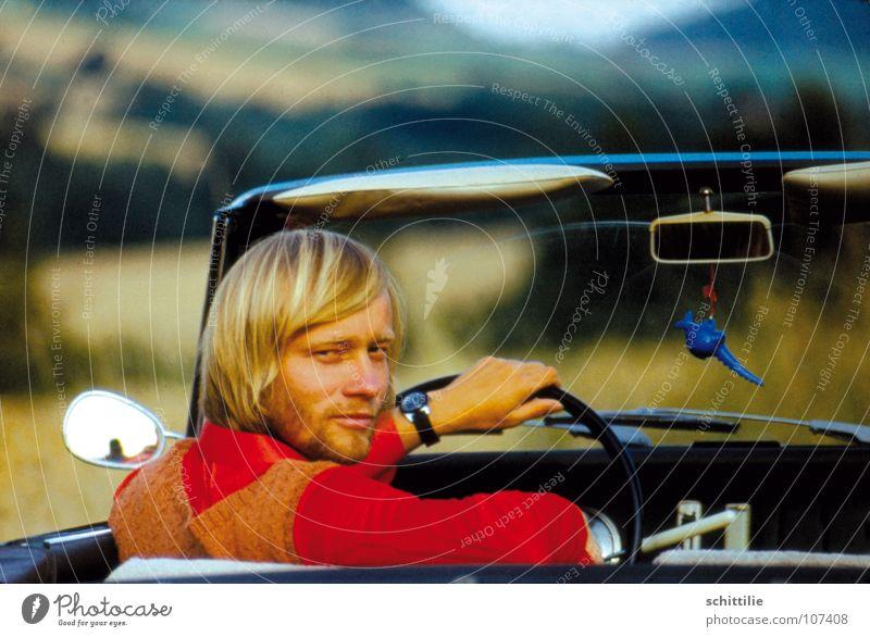 Die Große Reise Teil 1 Mann rot Sommer PKW Landschaft Luft Zufriedenheit blond Wind Spiegel klassisch Cabrio