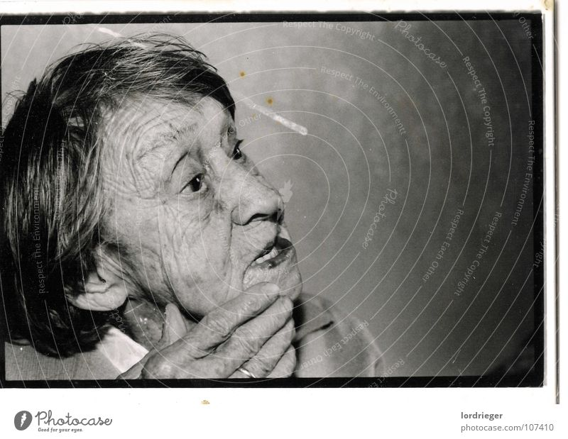 100 jahre Leben Frau Mensch Himmel alt Hand schwarz Ferne Auge Tod Senior Bewegung Haare & Frisuren Mund Fotografie Nase