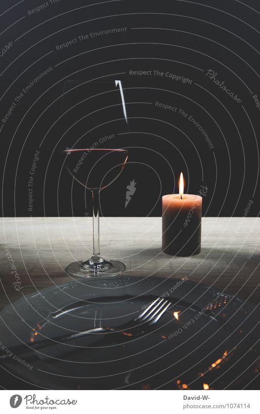 bei Kerzenschein Getränk Wein Teller Glas Gabel Lifestyle Reichtum elegant Freude Glück harmonisch Wohlgefühl Erholung Restaurant ausgehen Flirten Essen