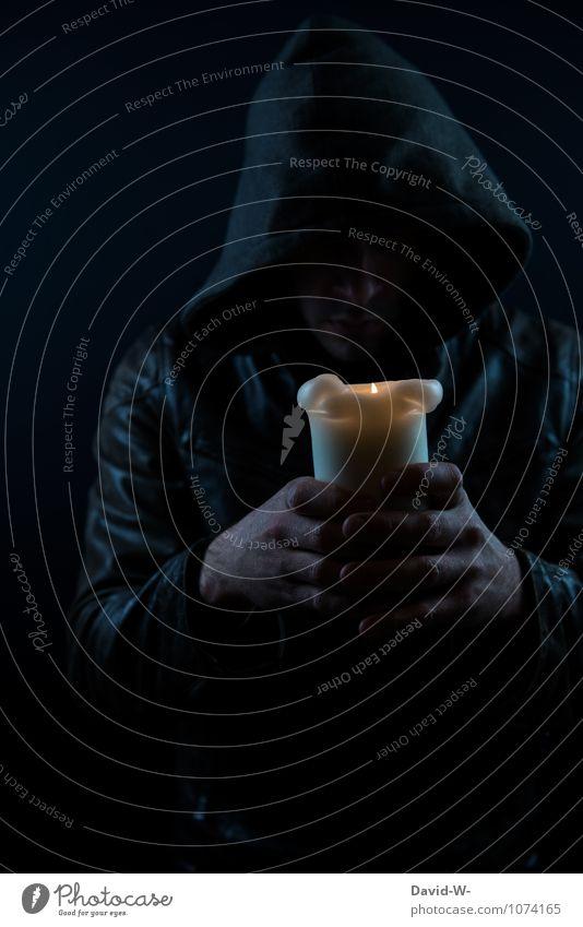 Licht ins Dunkel bringen Mensch Jugendliche Hand 18-30 Jahre dunkel Erwachsene Leben Traurigkeit Tod maskulin Angst leuchten Ewigkeit Trauer Kerze Schmerz