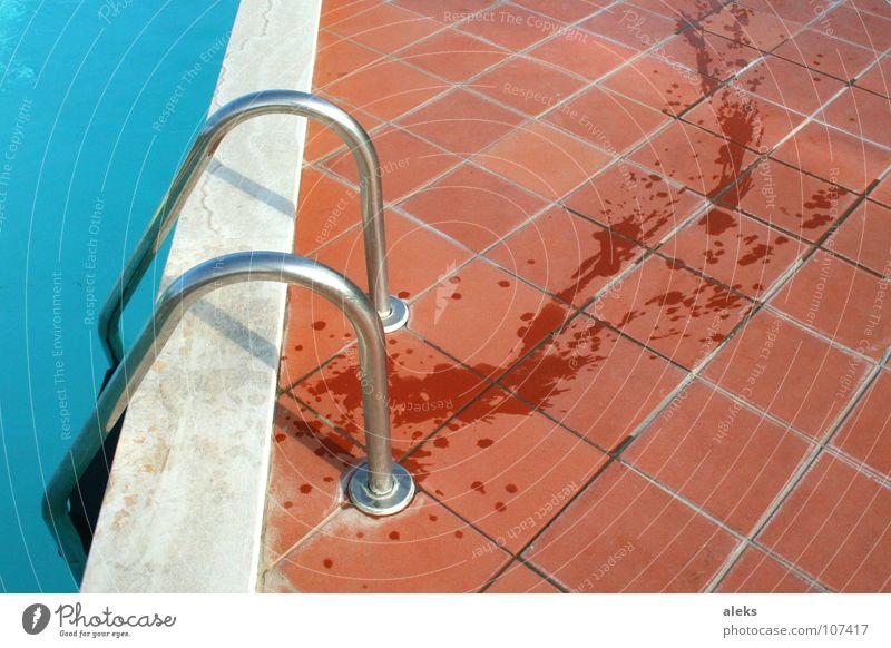 Wasserweg schreiten Schwimmbad Am Rand Fußspur Spuren nass trocken Toskana laufen Ferien & Urlaub & Reisen Manschette gekrümmt Bad Spielen Geländer Leiter