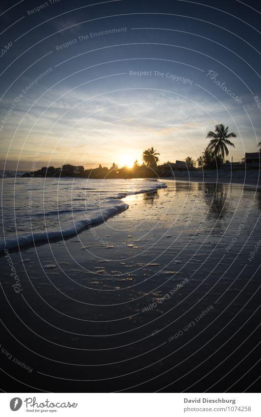Abend im Paradies Himmel Ferien & Urlaub & Reisen blau schön Wasser Sommer Erholung Meer Landschaft ruhig Strand Ferne gelb Küste Zufriedenheit Wellen