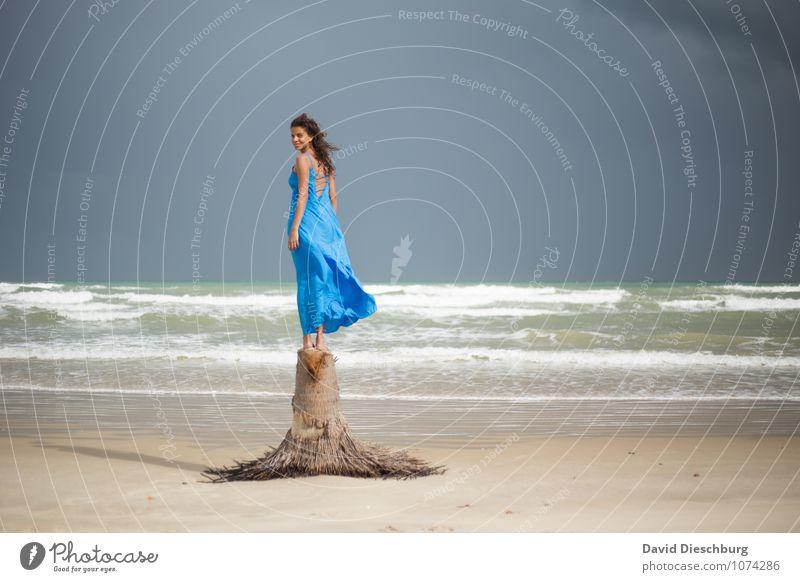 Rückblick Mensch Frau Himmel Natur Ferien & Urlaub & Reisen Jugendliche schön Sommer Junge Frau Erholung Meer Landschaft ruhig Wolken 18-30 Jahre Strand