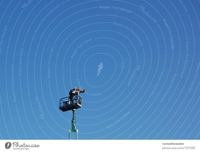 Himmelskörper Himmel blau Freude Einsamkeit oben Zusammensein groß einzigartig beobachten Fotokamera Fernsehen Information unten Veranstaltung live Mitteilung