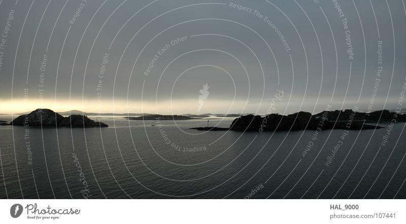 Der Norden Panorama (Aussicht) Meer Norwegen Wolken Skandinavien dunkel Licht Nebel nass kalt Einsamkeit verloren Europa Trauer Verzweiflung Wasser Abend Morgen