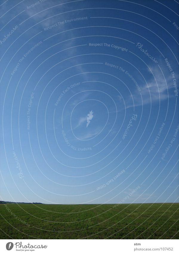 blau 07 Himmel Sommer Landschaft Wolken Ferne Gras Horizont träumen Feld laufen Schönes Wetter Spaziergang unterwegs