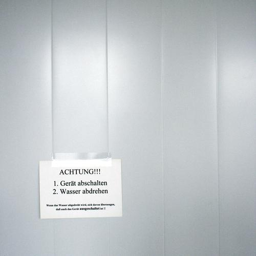 So So Schilder & Markierungen Hinweisschild Warnschild alt historisch Respekt Anleitung Gerät Wasser Anordnung Zettel Warnung Warnhinweis Information