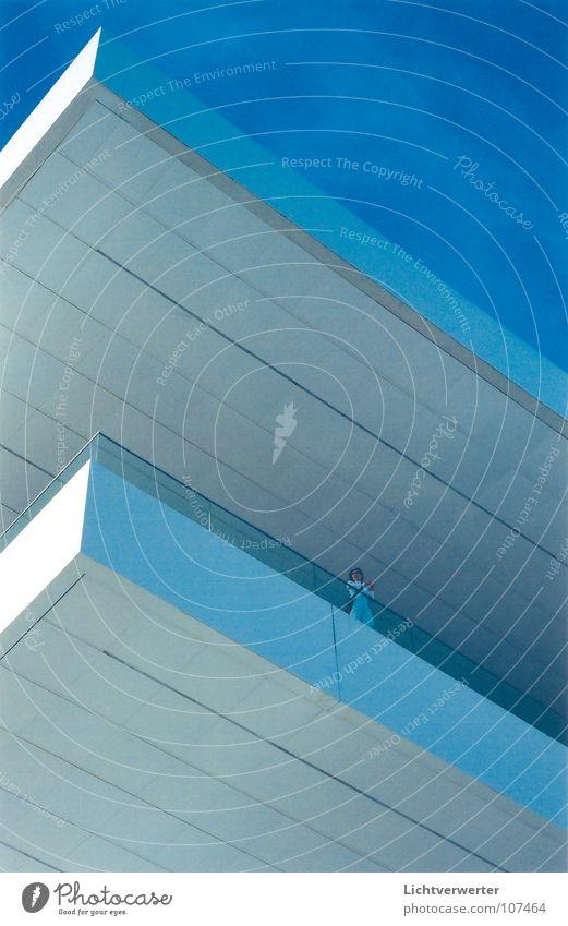 ansichten // einsichten 03 weiß modern blau Strukturen & Formen Himmel Perspektive Ecke Architektur