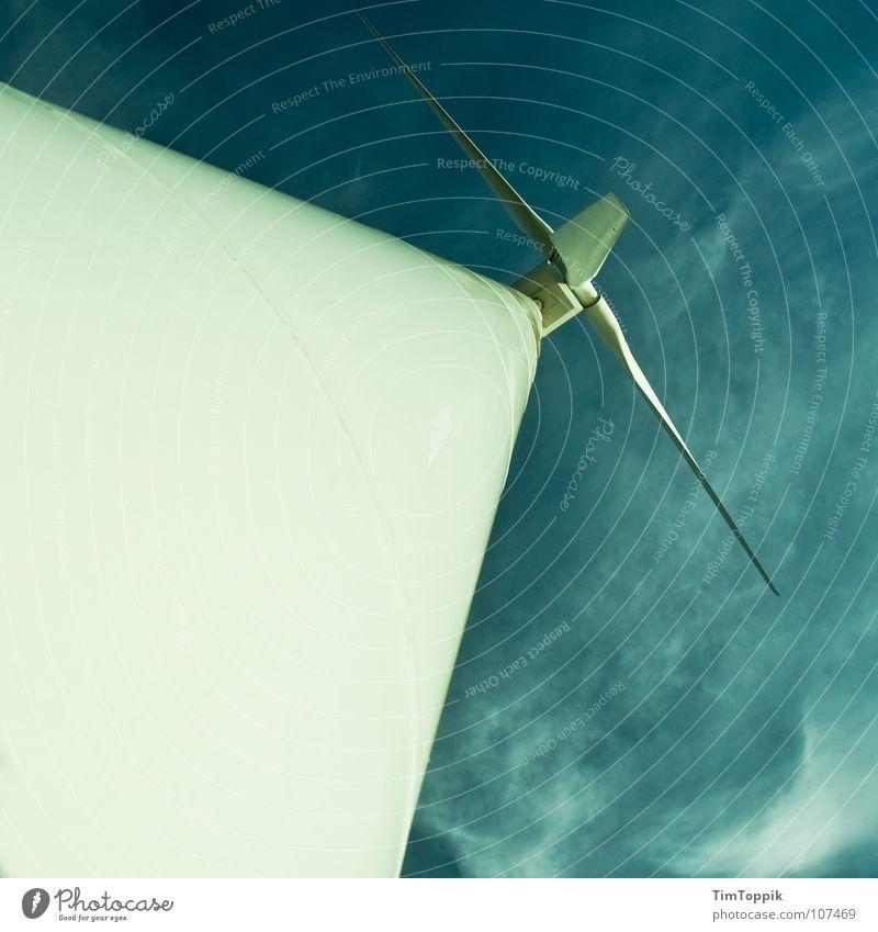 Extreme Wind Turbining Himmel himmelblau Wolken Triebwerke Windkraftanlage Erneuerbare Energie Elektrizität Umwelt Umweltschutz Industrie sky Rotor hoch Niveau