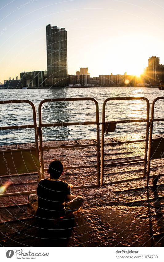 Sonnenuntergang in Hongkong Kind Natur Ferien & Urlaub & Reisen Stadt Pflanze Sommer Meer Landschaft Freude Tier Umwelt Gefühle Küste Junge Zufriedenheit Körper