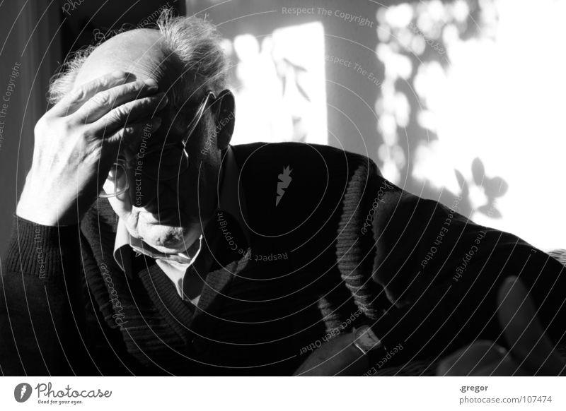 portrait of an old man (3) Großvater ruhig schweigen ruhen Gedanke erinnern Erinnerung Denken verloren untergehen Weisheit klug Zeit alt Frustration