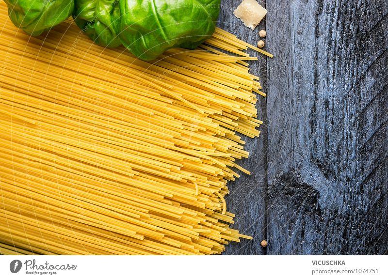 Spaghetti mit Basilikum auf blauem Holztisch Lebensmittel Teigwaren Backwaren Kräuter & Gewürze Ernährung Mittagessen Festessen Italienische Küche Stil Design