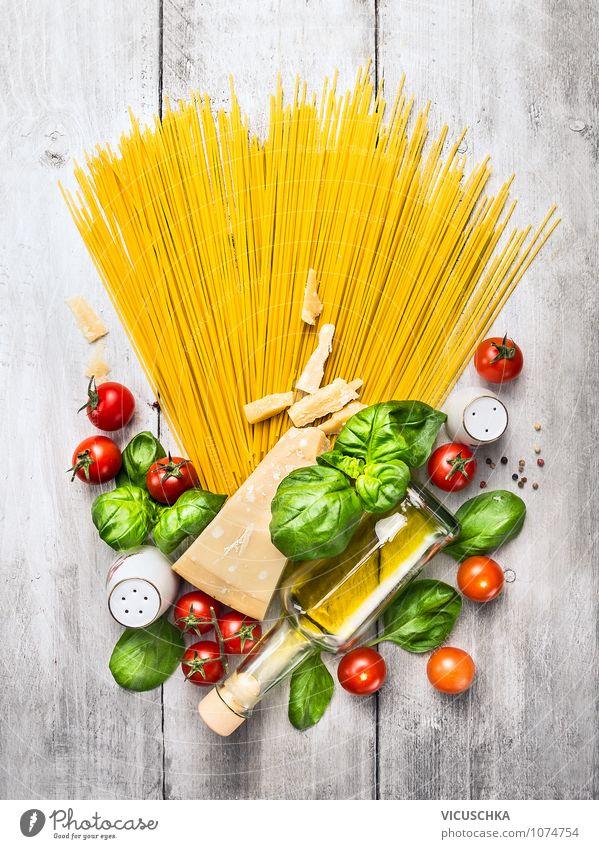 Spaghetti und Zutaten für Tomatensauce Gesunde Ernährung Leben Stil Lebensmittel Foodfotografie Design Tisch Fitness Küche Kräuter & Gewürze Gemüse Bioprodukte