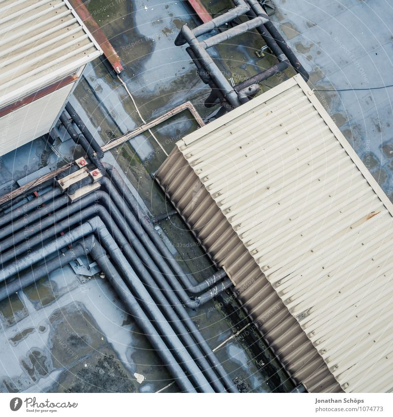 urbanes-aus-dem-fenster-schauen I Stadt Haus Industrieanlage Fabrik Bauwerk Gebäude Architektur Dach Höhenangst Zufriedenheit bizarr Umweltverschmutzung