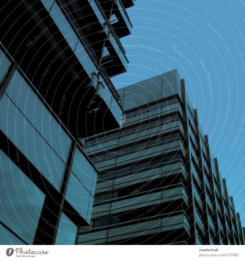 BLAU Himmel blau Stadt Haus Leben Architektur Gebäude Fassade Beton hoch Hochhaus groß Macht Häusliches Leben Etage
