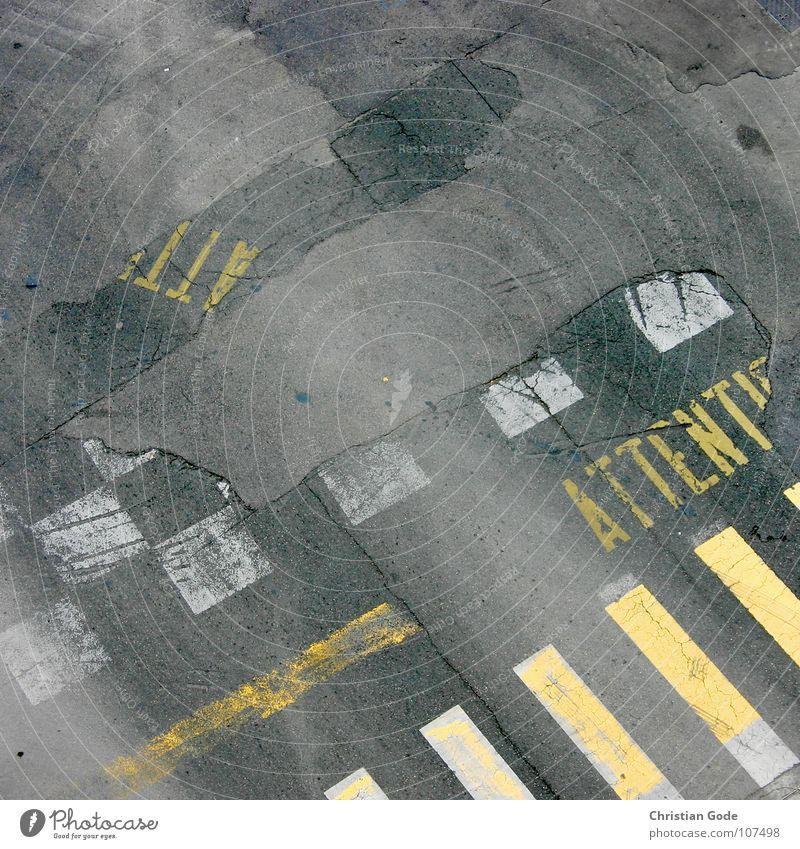 Attention Asphalt Zebrastreifen gelb grau Beton Frankreich Nizza Cote d'Azur Fußgänger fahren Verkehrswege Motorsport Straße Mischung concrete überkehren