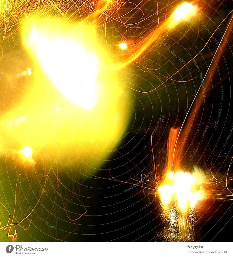 Filmriss? Silvester u. Neujahr Licht rot gelb grün dunkel Feuerwerk Farbe Lampe newyear kein stativ :) schlechtes Foto Unschärfe