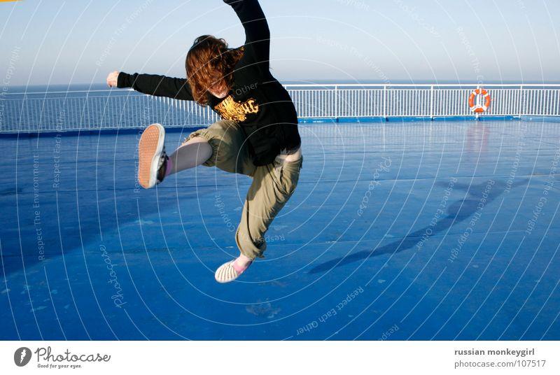 beginnender luftumschwung Mensch Frau Himmel blau Wasser weiß Meer Sommer Freude Blatt schwarz Leben kalt Freiheit Bewegung Haare & Frisuren