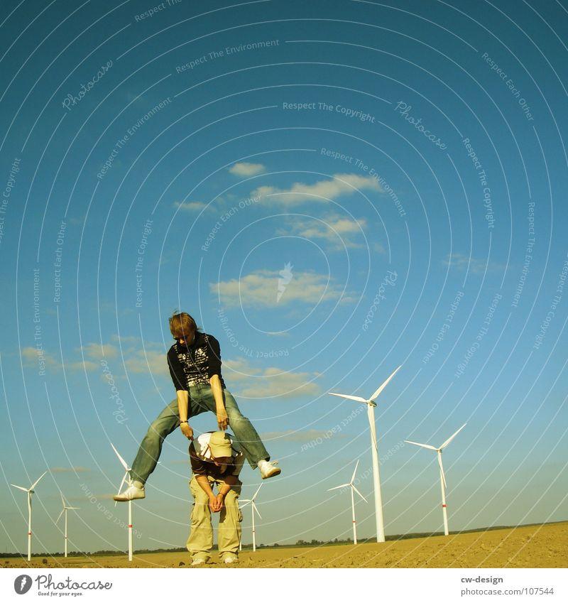 die freude - endlich freitag - endlich wochenende Mensch Himmel Natur Jugendliche grün Ferien & Urlaub & Reisen Sommer Freude Wolken Ferne Erholung Wiese Herbst Spielen Berlin springen