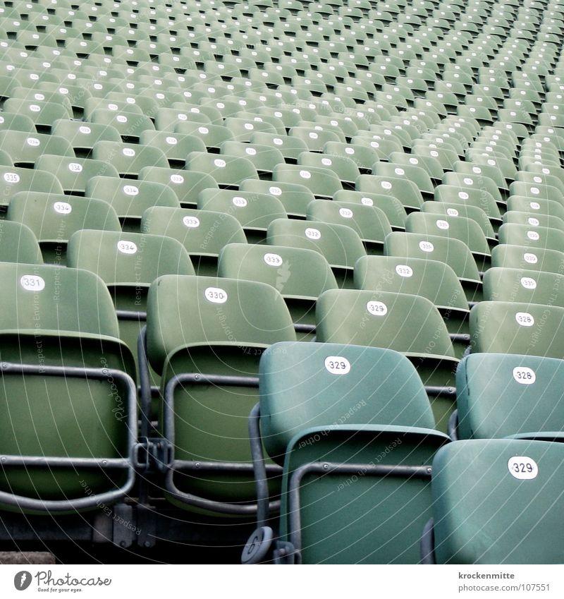 Sitzgelegenheit leer Stuhl Ziffern & Zahlen Theater Reihe Kino Publikum Stadion Sport Tribüne Campingstuhl Staffelung Open Air