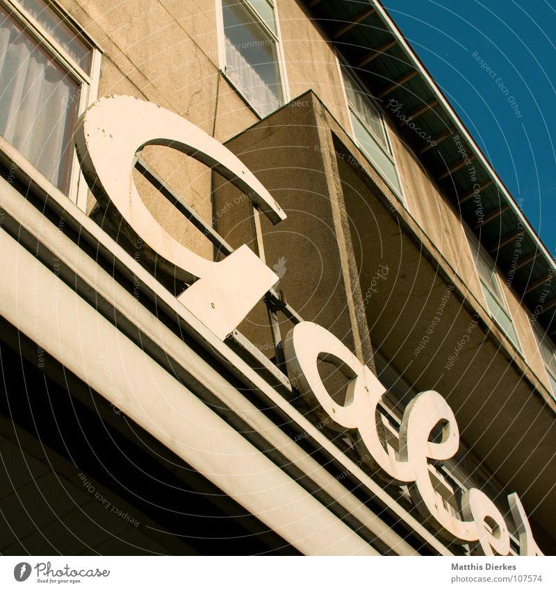 WERBUNG Architektur Arbeit & Erwerbstätigkeit Fassade Erfolg Hochhaus Schriftzeichen Buchstaben Zeichen Bauwerk Medien Paris Werbung Ladengeschäft schäbig Frankreich Handel