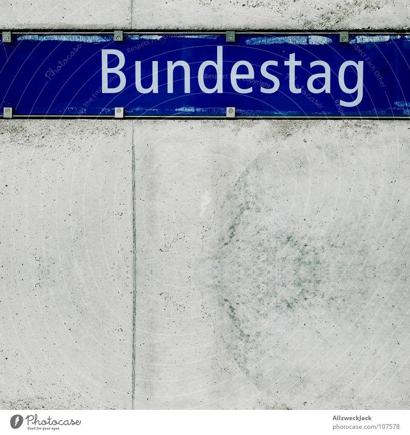 Bundestag grün blau Berlin Schilder & Markierungen Beton Schriftzeichen Baustelle Buchstaben U-Bahn links Politik & Staat Deutscher Bundestag Regierung Parteien