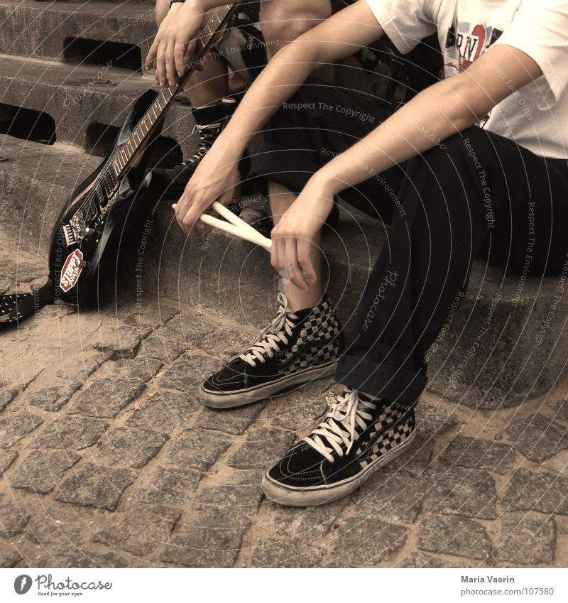Arbeitslose Punkband sucht..... Jugendliche Erholung Band Musik Konzert Schnur Gitarre Schlagzeug Gitarrenspieler Schlagzeuger rockig Rockband