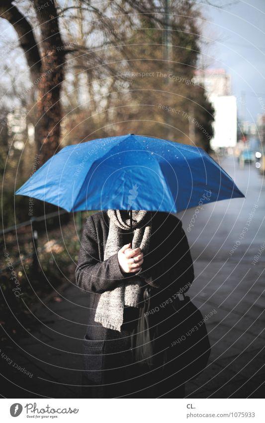 april april Mensch Frau Natur blau Baum Winter Umwelt Erwachsene Leben Herbst feminin Wege & Pfade Regen Wetter Klima nass