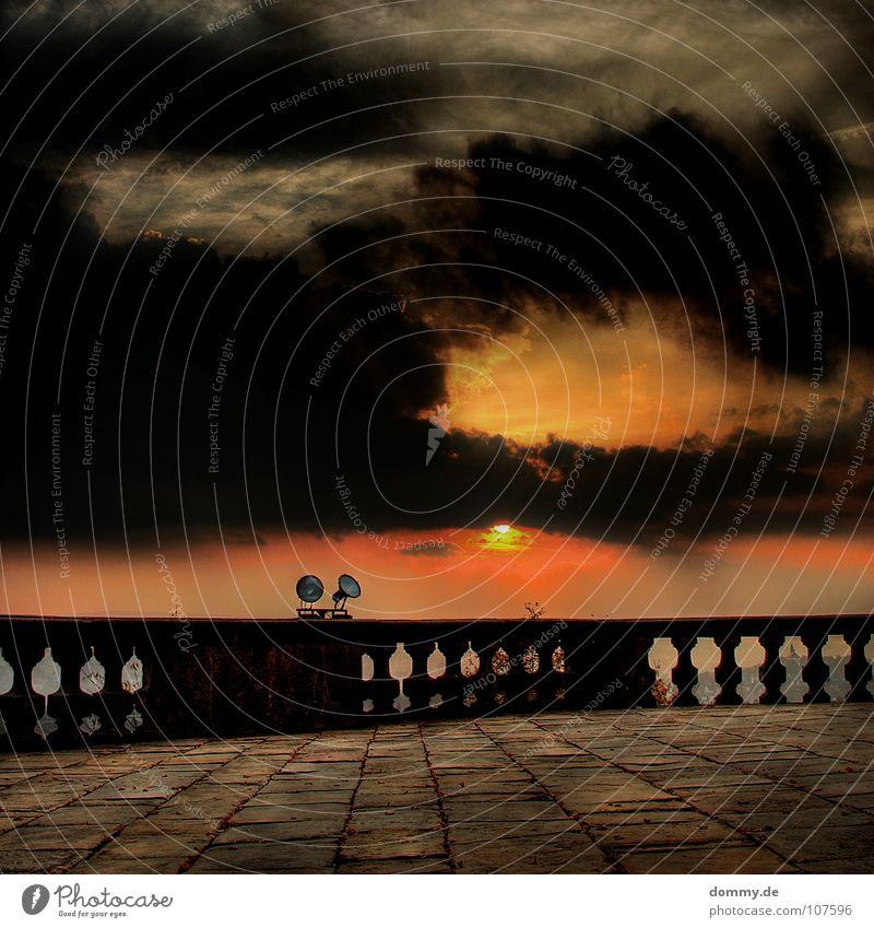 sundown alt Himmel Sonne Winter Wolken Farbe Lampe dunkel Herbst Stein orange Aussicht bedrohlich Quadrat Denkmal Wahrzeichen