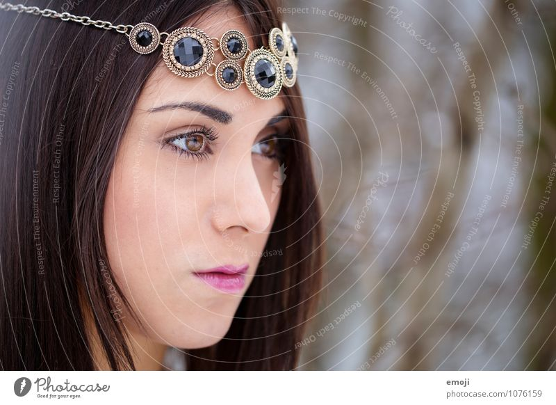 Schmuck feminin Junge Frau Jugendliche Gesicht 1 Mensch 18-30 Jahre Erwachsene Accessoire brünett schön Farbfoto Außenaufnahme Tag Schwache Tiefenschärfe