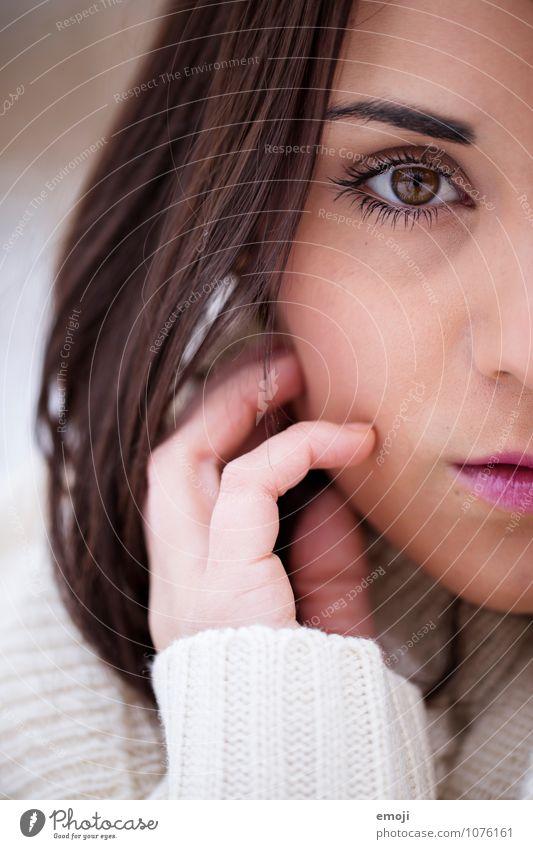 1/2 feminin Junge Frau Jugendliche Gesicht Mensch 18-30 Jahre Erwachsene schön Farbfoto Außenaufnahme Nahaufnahme Tag Schwache Tiefenschärfe Porträt