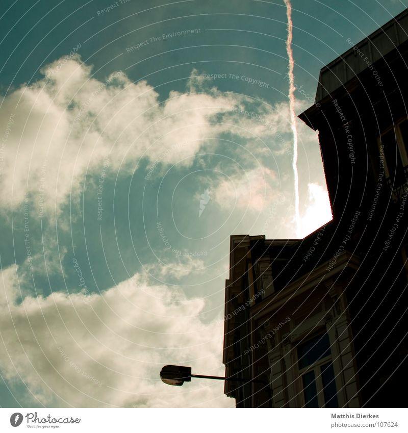 VERVIERS Stadt Kleinstadt Infrastruktur Laterne Haus Fußgängerzone Flugzeug Wolken Blitze Sonnenuntergang Gegenlicht Herbst Abend Dämmerung