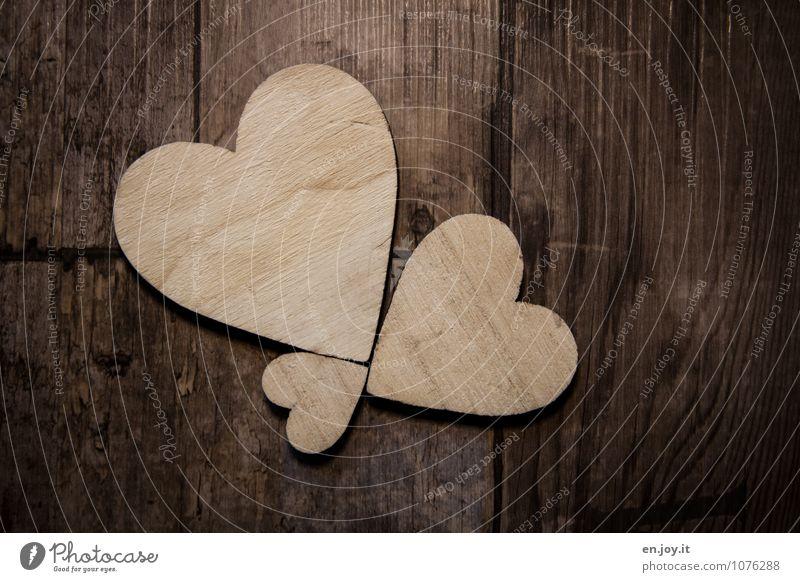 Liebe ist... Gefühle Glück Holz braun Zusammensein Geburtstag Fröhlichkeit Lebensfreude Herz Zeichen Romantik Freundlichkeit Unendlichkeit Hochzeit Kitsch