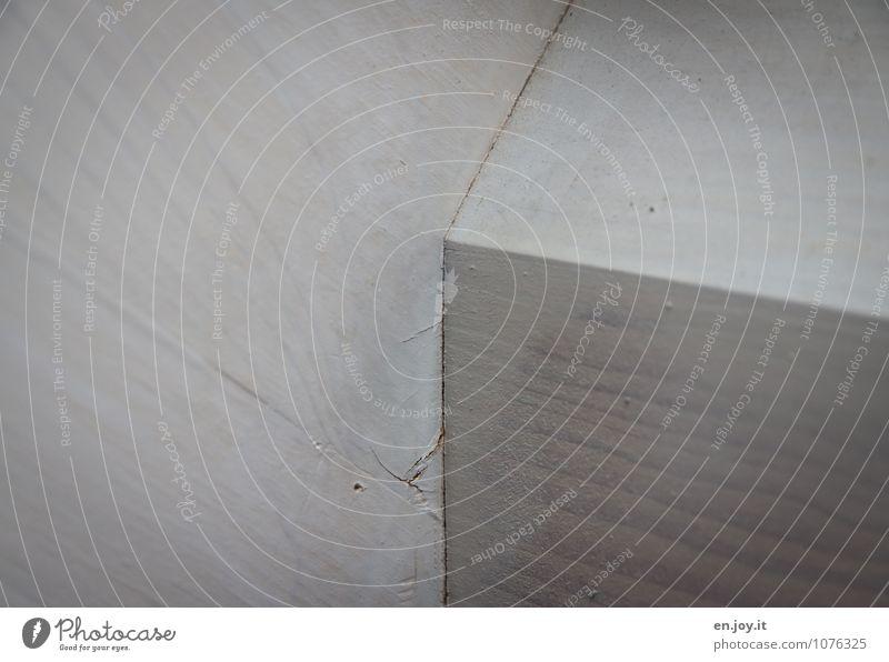 Ecke Handwerk Baustelle hell kaputt weiß Farbe Verfall Häusliches Leben Dachgebälk Maserung Anstrich gestrichen angemalt übermalt Farbfoto Gedeckte Farben