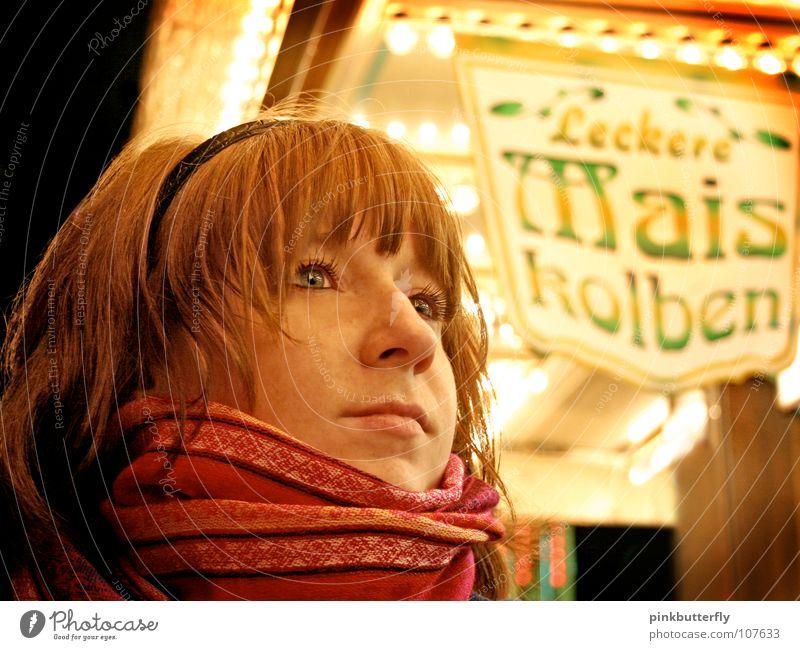 Lecker Maiskolben... Frau schön rot Gesicht gelb kalt Mund rosa warten Nase stehen Lippen Sehnsucht Freundlichkeit lecker Appetit & Hunger