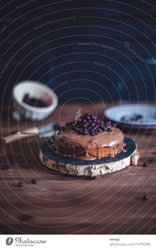 Marmorkuchen Frucht Kuchen Dessert Süßwaren Schokolade Ernährung lecker süß braun Blaubeeren Farbfoto mehrfarbig Innenaufnahme Menschenleer Textfreiraum oben