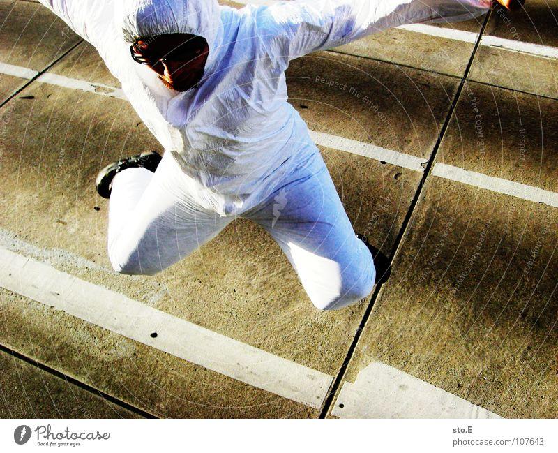 freudensprung Mensch weiß Freude Haus Straße Gebäude springen Denken Schilder & Markierungen Erfolg Platz Aktion Streifen Sicherheit Reinigen Industriefotografie